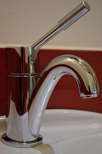 Разновидности смесителей для ванной или кухни