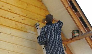 Сколько стоит покрасить деревянный дом