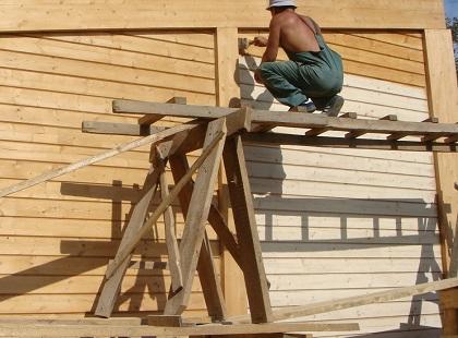 Как правильно окрасить деревянный фасад