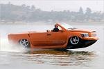 машина едет по воде